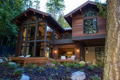 Striking lake house blends modern elements with traditional Montana style Markantes Seehaus verbinde Style At Home, Rustic Houses Exterior, Exterior Shutters, Rustic Lake Houses, Wood Shutters, Wood Siding, Modern Lake House, Modern House Exteriors, Modern Houses