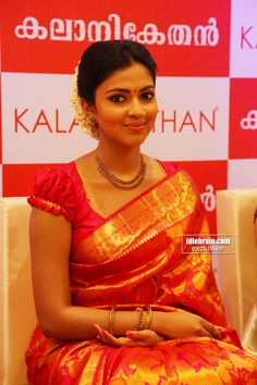 Amala Paul and Lakshmi Rai launch Kala Niketan in Cochin - Telugu cinema