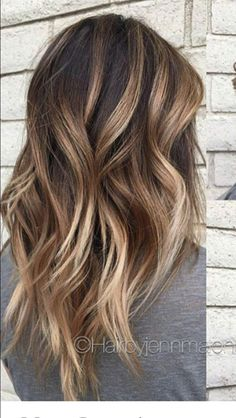 Sharing 12 gorgeous balayage hair color ideas for every hair color: brunette, caramel, blonde, or bronde. You'll be saving balayage photos to show to your. Bronde Balayage, Bronde Hair, Balayage Hair Brunette Caramel, Fall Balayage, Balyage Hair, Honey Balayage, Baylage, Ombre Hair Color, Hair Color Balayage