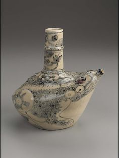 Kendi in the shape of a frog, Vietnamese, 17th century   Museum of Fine Arts, Boston