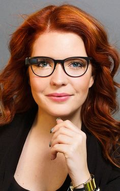 Libby Penn: Is wearable tech in theatre a fact, a fantasy, or too far off to matter? Google Glass, Diane Von Furstenberg, Wearable Technology, Ar Technology, Redheads, Red Hair, Fashion Forward, Eyewear, Diana