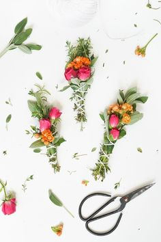 Bring all the joys and aromas of your summer garden indoors with this easy DIY Fresh Floral and Herbal Incense Bundles tutorial... #diy #flower #incense