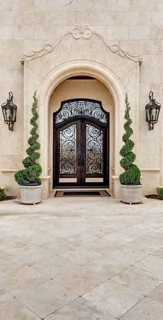 58 Ideas Front Door Design Grand Entrance Spanish Style For 2019 Mediterranean Style Homes, Mediterranean Architecture, Tuscan Design, Tuscan Style, Casa Magnolia, Home Modern, Modern Homes, Tuscan House, Front Door Design