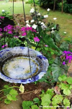A hanging birdbath made from a porcelain plate. I deas for how to make your own bird bath made from simple objects like plates and pans. Hanging Bird Bath, Pottery Place, Outdoor Flowers, Hanging Plates, Plate Art, Glass Ceramic, Ceramic Flowers, Spring Crafts, Recycled Glass