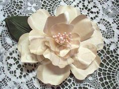 champagne_magnolia_couture_bridal_hair_accessory_wedding_dress_pin_a5136650.jpg (500×375)