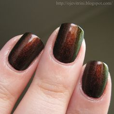 Red-green duochrome top coat