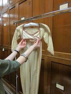 Robe, ARNOLD, J. Patterns of Fashion: Englishwomen's dresses and their construction c.1660 - 1860. London, Macmillan, 1972, Vol. 1, pp. 43-45 | V&A Search the Collections