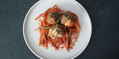 Virkelig nem opskrift på spaghetti med kødboller i ovn, som Lady og Vagabonden ville elske. Alle elementerne kommes blot i et fad og bages i ovnen – så bliver det altså ikke nemmere.