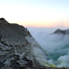 """104 mentions J'aime, 3 commentaires - Niya Photo  (@niyam1) sur Instagram: """"#indonesia #java #ijen #volcano #travel #earth #nature #photo"""""""