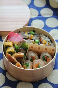 Todays Lunch: hijiki rice, pork/veggie/cheese roll, simmered bamboo shoots, sauteed snap peas, and pickled radishes. Supa gourmet ;)