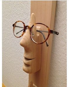 Woodworking Projects Diy, Diy Wood Projects, Wood Crafts, Woodworking Plans, Woodworking Quotes, Wood Sculpture, Sculptures, Photo Repair, Eyeglass Holder
