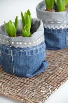 Jeans Utensilos- neuer Sessel / jeans utensilo - new chair craft craft diy craft for kids craft no sew craft to sale Recycled Decor, Upcycled Crafts, Diy Flowers, Flower Pots, Crocheted Flowers, Fabric Flowers, Artisanats Denim, Raw Denim, Denim Style