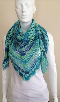 Lindo xale de crochê feito em linha de algodão