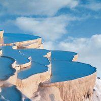 美しすぎるトルコの温泉♨ 世界遺産【パムッカレ】                                                                                                                                                                                 もっと見る