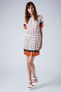 Pleated Ditsy Print Shift Dress @gtl_clothing #getthelook http://gtl.clothing