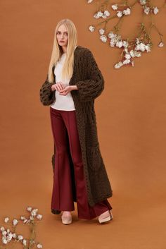 Shop&Watch online at: www.patipasek.com  #handmade #chunky knits #chunky wool #long jumper #oversize coat #cozy yarn Photo: Koty2Photostorytellers