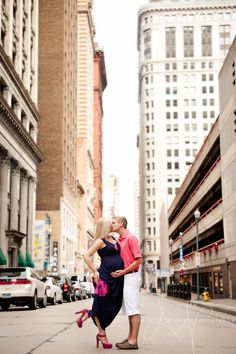 Pittsburgh Maternity Photographer, What to Wear, Maternity Photography, Downtown Maternity Session, Maternity Posing Ideas | nicolettedixonphotography.com