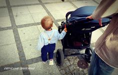 """Bezpiecznie w mieście- rączka do blokowania złożonego wózka to idealna """"trzecia"""" ręka rodzica ;)"""