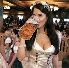Oktoberfest Outfit, Oktoberfest Beer, German Girls, German Women, Octoberfest Girls, Camilla, German Beer Festival, October Festival, Beer Maid