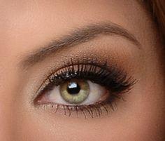 Simple yet stunning eye makeup