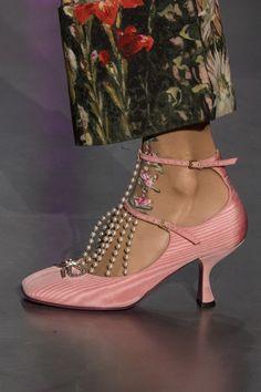 A(z) 75 legjobb kép a Pinteresten a következővel kapcsolatban  cipők ... 63c31d918f