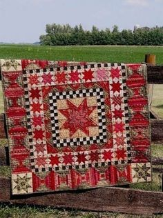 Quilt pattern called 30 Stars for 30 Years created by Country Threads. This is a Country Living Artisans Collection pattern made as a Old Quilts, Antique Quilts, Star Quilts, Scrappy Quilts, Vintage Quilts, Primitive Quilts, Primitive Folk Art, Primitive Patterns, Country Primitive