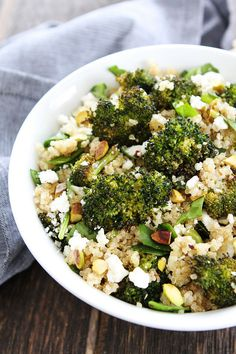 Roasted Broccoli Quinoa Salad Recipe on twopeasandtheirpo. Quinoa with roasted broccoli, spinach, pistachios, and feta cheese. This simple and healthy salad is always a favorite! Veg Recipes, Clean Recipes, Vegetarian Recipes, Cooking Recipes, Healthy Recipes, Cooking Tips, Healthy Side Dishes, Healthy Salads, Healthy Foods