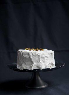 Ben je op zoek naar een heerlijke taart die gemaakt is van kokosmeel? Stop dan met zoeken. Deze taart met daarnaast nog sinaasappel, pistache is heerlijk!