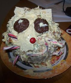 Raise your hand if you are terrified of this cat cake fail