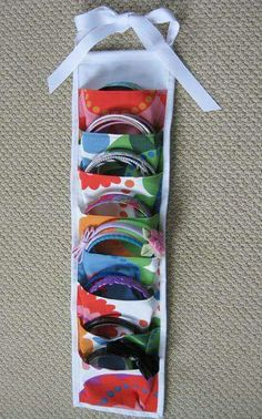Gail Made: Bands Away - tidy up those headbands! Gail Made: Bands Away – tidy up those headbands! Headband Storage, Hair Band Storage, Headband Organization, Organizing Hair Accessories, Diy Home Decor Easy, Easy Diy, Tidy Up, Hair Bows, Headband Hair