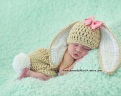 Please check shop homepage for current processing times. Typical times are 1-3 days plus 2-5 days for domestic shipping.  Colors: Green with Black Band and Yellow Buckle  Size: Newborn (Fits best during the first weeks after birth)   Just in time for St. Patricks Day! This photo prop will create special pictures for newborn babies. **************************************************************************************** All items are made in a smoke and pet free environment.  All orders are…