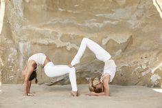 Yoga poses offer numerous benefits to anyone who performs them. There are basic yoga poses and more advanced yoga poses. Here are four advanced yoga poses to get you moving. Ashtanga Yoga, Yoga Bewegungen, Men Yoga, Pilates Yoga, Iyengar Yoga, Pilates Reformer, Vinyasa Yoga, Yoga Flow, 2 Person Yoga Poses