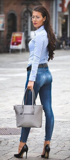 #fall #outfits  women's blue dress shirt and blue denim fitted jeans outfit