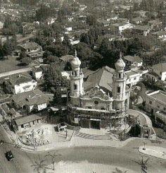 Construída em 1940 - Igreja Nossa Senhora do Brasil, na avenida Brasil, Jardim América.