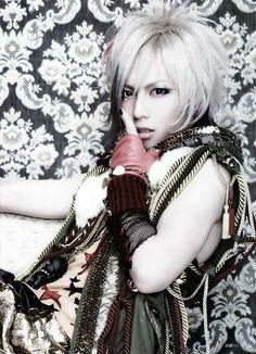 Takeru from visual kei band SuG