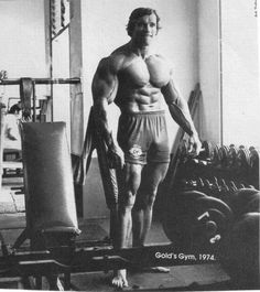 Arnold Schwarzenegger - the king of bodybuilding. Arnold Schwarzenegger Bio, training program, off season and contest training in detail. Bodybuilding Motivation, Bodybuilding Workouts, Arnold Bodybuilding, Mr Olympia, Gain Weight For Women, Weight Gain, Weight Loss, Arnold Schwarzenegger Bodybuilding, Foto Poster