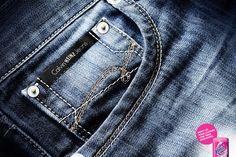 'Nao deixe as suas roupas perderem a identidade', anuncio para Vanish :) http://www.bluebus.com.br/nao-deixe-as-suas-roupas-perderem-a-identidade-anuncio-para-vanish/