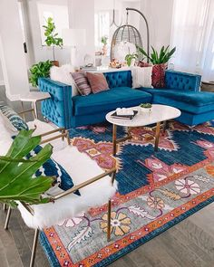 Modern Bohemian Bedrooms & Home Interior Decor Ideas: With the passage of time the demand and trend of the bohemian home decoration has been becoming the main talk of the town. Colourful Living Room, Boho Living Room, Plants In Living Room, Blue And Orange Living Room, Bright Living Room Decor, Colourful Bedroom, Colorful Rooms, Colorful Apartment, Bright Rooms