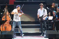 Zum Auftakt seiner Open-Air-Tournee durch Deutschland ist Star-Geiger David Garrett am Freitag (12. Juni 2015) vom Publikum im Sparkassenpark in Mönchengladbach gefeiert worden.