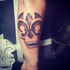custom tattoo New Orleans Fleur De Lis and Skull