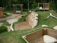 Kinder zum Spielen im Freien natural playground - love this! Wonderful arrangement for a sloping park site and good use of spacenatural playground - love this! Wonderful arrangement for a sloping park site and good use of space Natural Play Spaces, Outdoor Play Spaces, Kids Outdoor Play, Kids Play Area, Backyard For Kids, Backyard Ideas, Sloped Backyard, Outdoor Learning, Playground Design