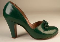 40s green round toe baby doll pumps