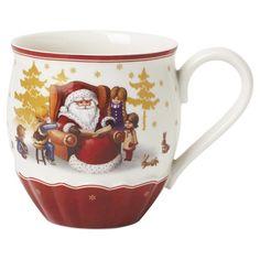 """Der <b>Kaffeetasse </b>""""Toy's Delight"""" kommt aus dem Hause VILLEROY & BOCH. Die liebevoll gestaltete Porzellantasse zeigt den Weihnachtsmann am Kamin. So ist eine gemütliche Tafel im Advent immer stilvoll gedeckt. Ein heißer Kaffee oder eine brühwarmer Tee schmecken aus dieser besonderen Tasse gleich doppelt gut. Frohe Weihnachten mit <b>VILLEROY & BOCH</b>!"""