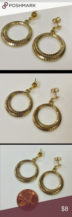 Vintage gold dangle hoop earrings Great condition Vintage Jewelry Earrings
