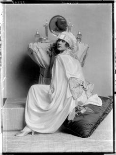 Madame D'ora Atelier, 1919.