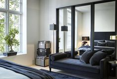 All black lounge in master bedroom featuring a velvet chaise and mirrors as a focal point, white walls to contrast. Home Interior, Interior And Exterior, Interior Decorating, Interior Design, Decorating Ideas, Scandinavian Apartment, Scandinavian Design, Scandinavian Interiors, Living Room Decor