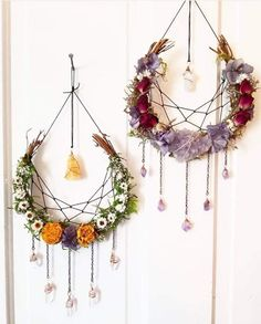 Floral and gemstone Dream Catchers Floral and gemstone Dream Catch. Floral and gemstone Dream Catchers Floral and gemstone Dream Catchers Diy And Crafts, Arts And Crafts, Summer Crafts, Dream Catcher Boho, Dream Catcher Wedding, Dream Catcher Craft, Dream Catcher Necklace, Deco Floral, Home And Deco