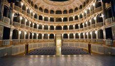 Unico esempio nelle Marche di teatro all'italiana  httpv://youtu.be/mH9pb8rf1iA  servizio di Fernando Pallocchini fotografia e montaggio di Cinzia Zanconi