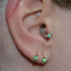 Hey, diesen tollen Etsy-Artikel fand ich bei https://www.etsy.com/de/listing/230115782/green-opal-tragus-ring-ear-gold-20-gauge
