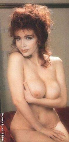 Amarcord: Sonia Grey ci fa vedere tutto! | Vip nude senza mutande e senza censura!